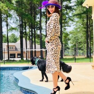 Dresses & Skirts - CLASSY AND CASUAL LEOPARD DRESS